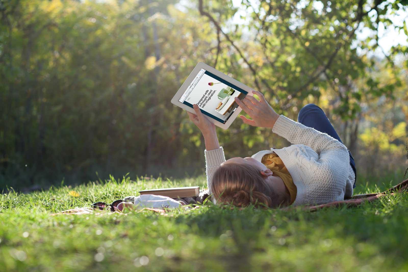 iPad_Woman_1